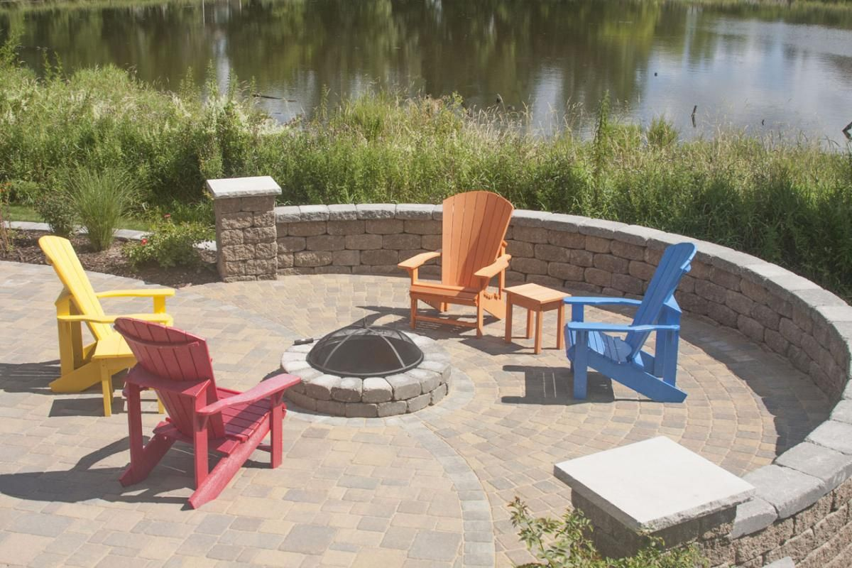Villa designers created a raised patio with Willow Creek paving stones, VERSA-LOK Weathered Standard retaining wall units on the bottom half of the wall, and tapered Willow Creek Ledgestone units on the top .