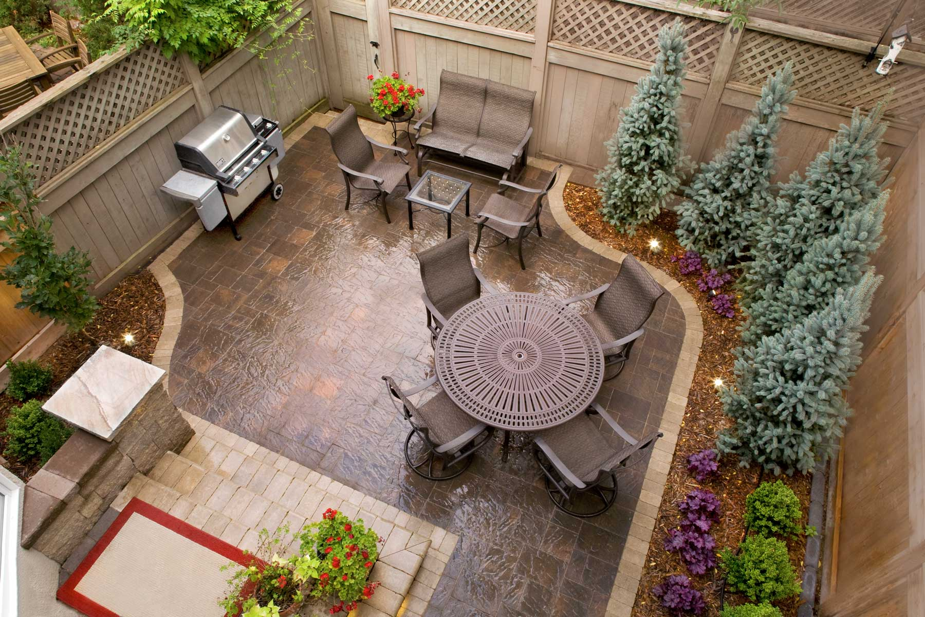 This Slatestone patio, in the Mocha color with a contrasting border, fits perfectly into the compact space, with room for plantings.